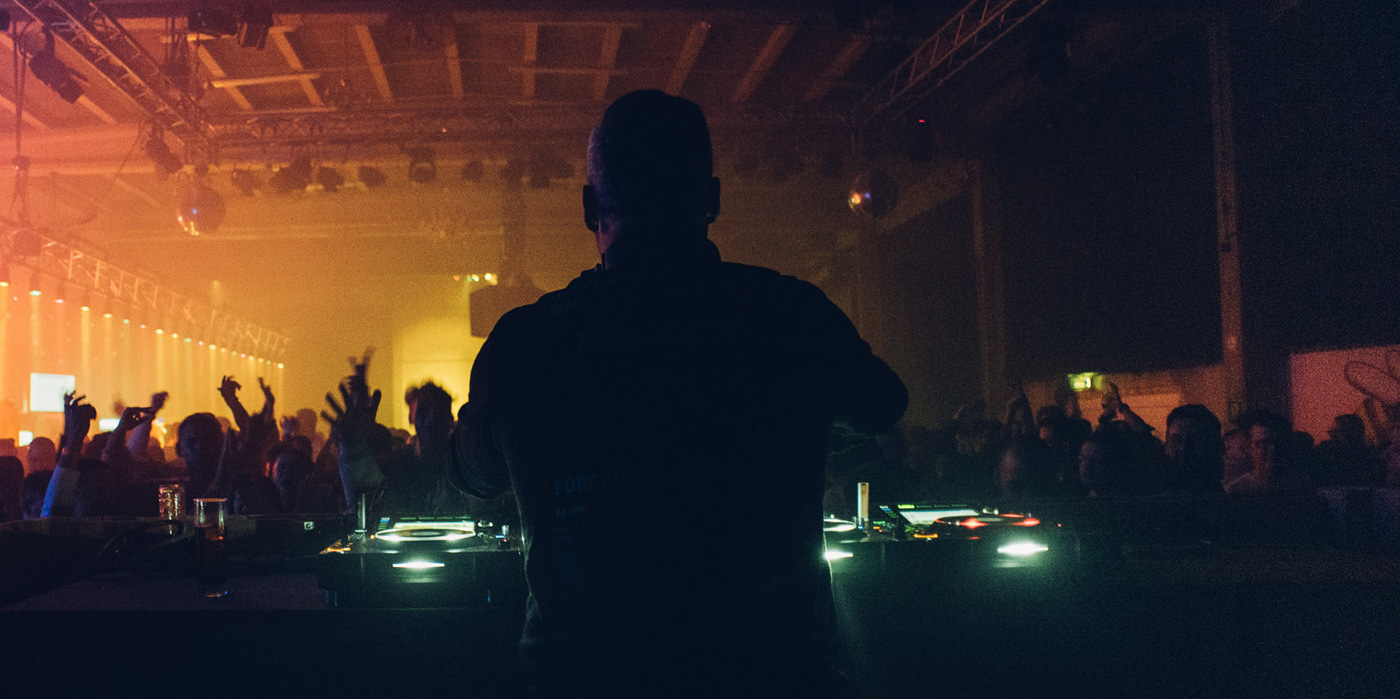 RAVING & CLUBBING IN AN OLD MILK FACTORY